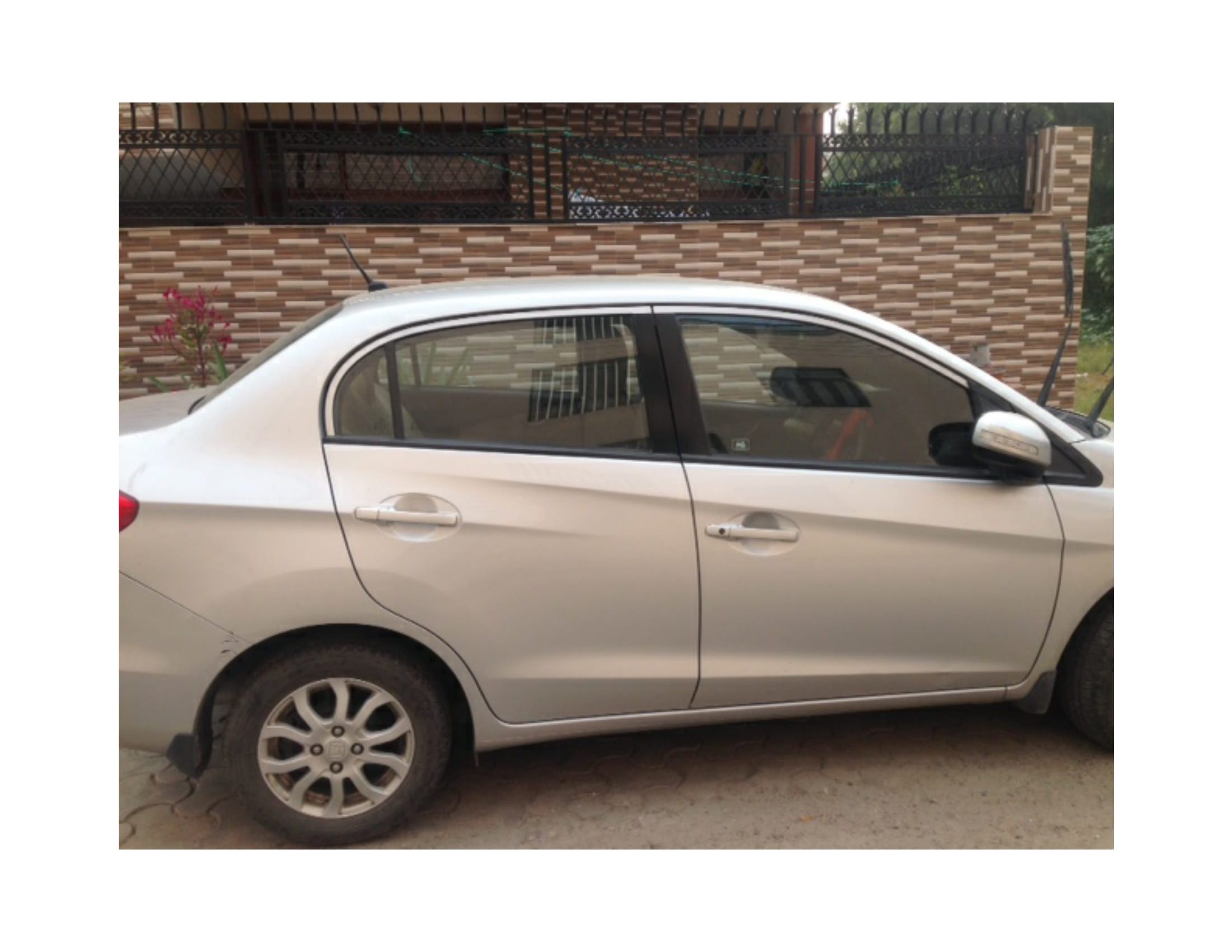 3rd Used Honda Amaze picture
