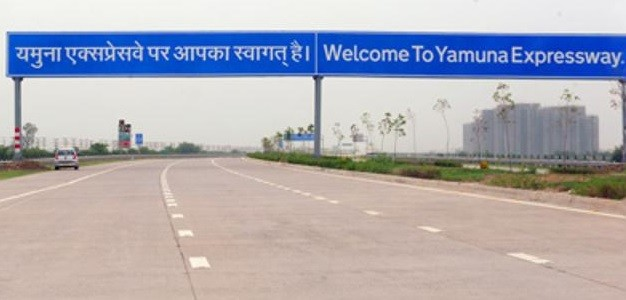 Yamuna Expressway or Deathway. Safety Guidelines for Driver, Government for Best Experience