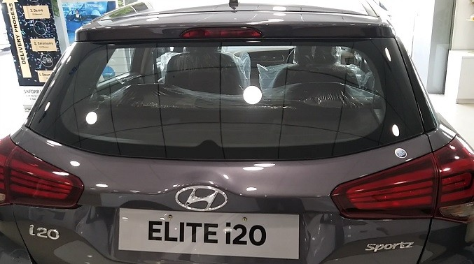 Hyundai Elite I20 Petrol Review. Positives, Negatives with Performance, Mileage